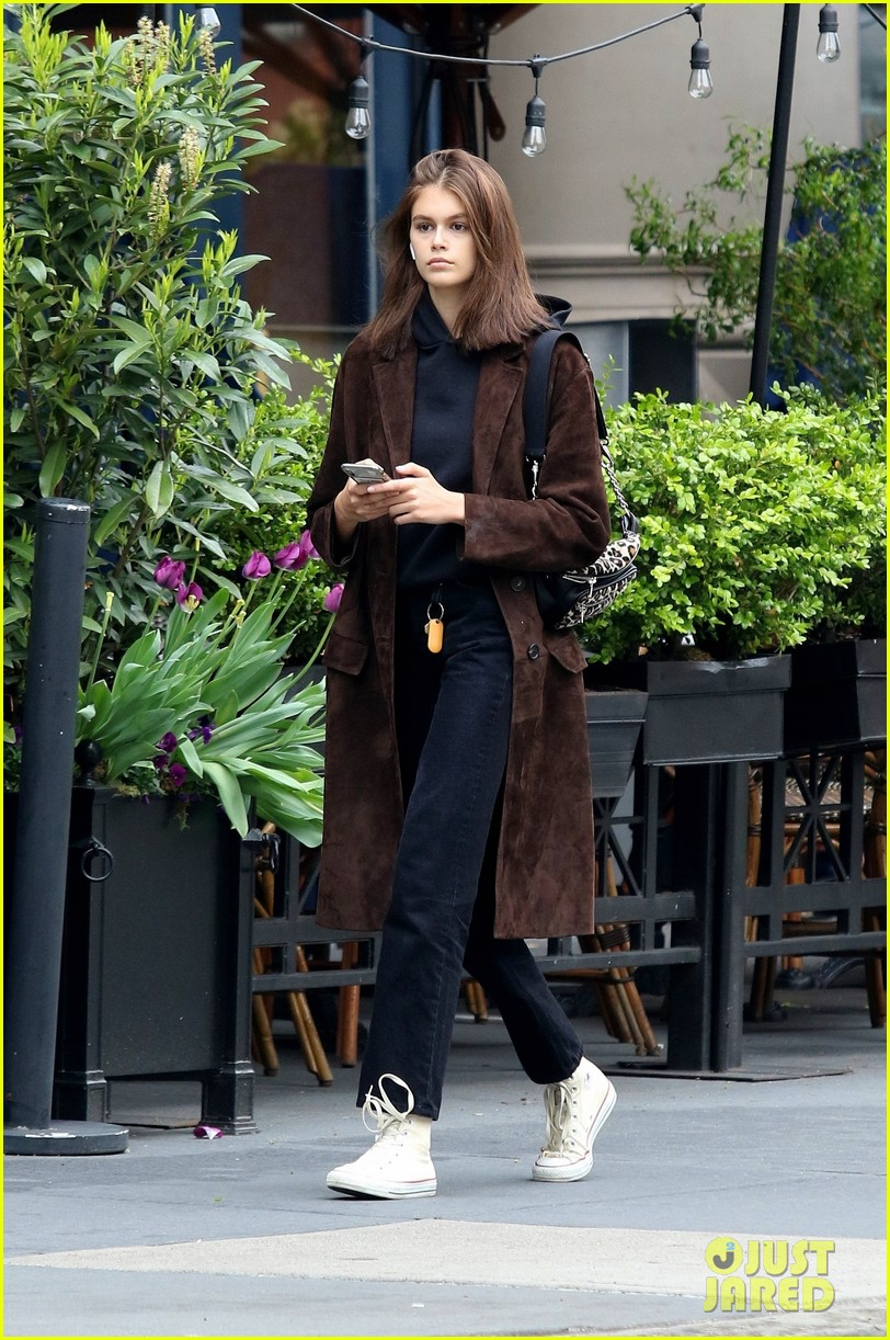 kaia gerber has a chill day in nyc 01