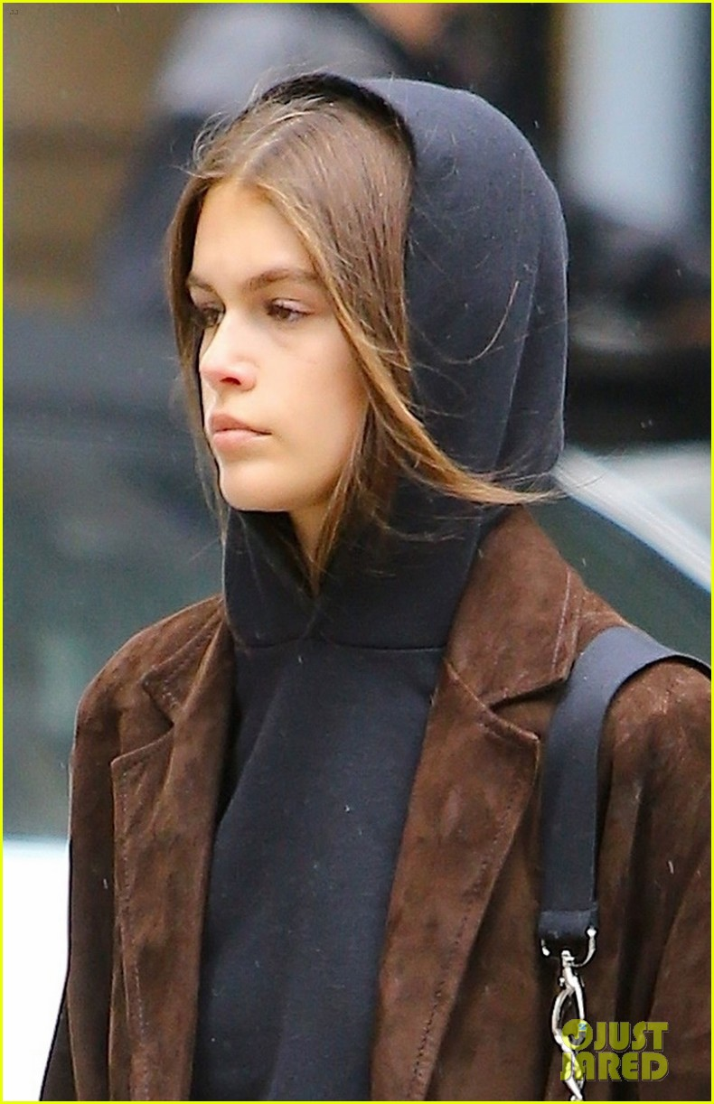 kaia gerber has a chill day in nyc 02