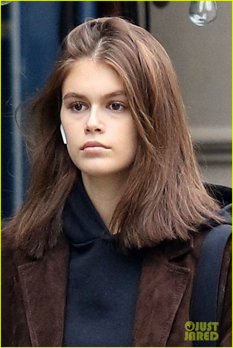 kaia gerber has a chill day in nyc 04