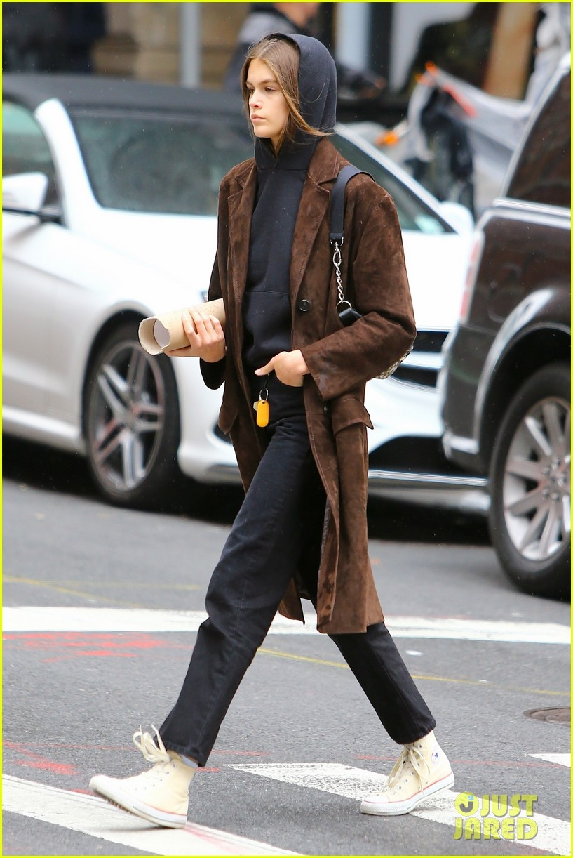 kaia gerber has a chill day in nyc 05