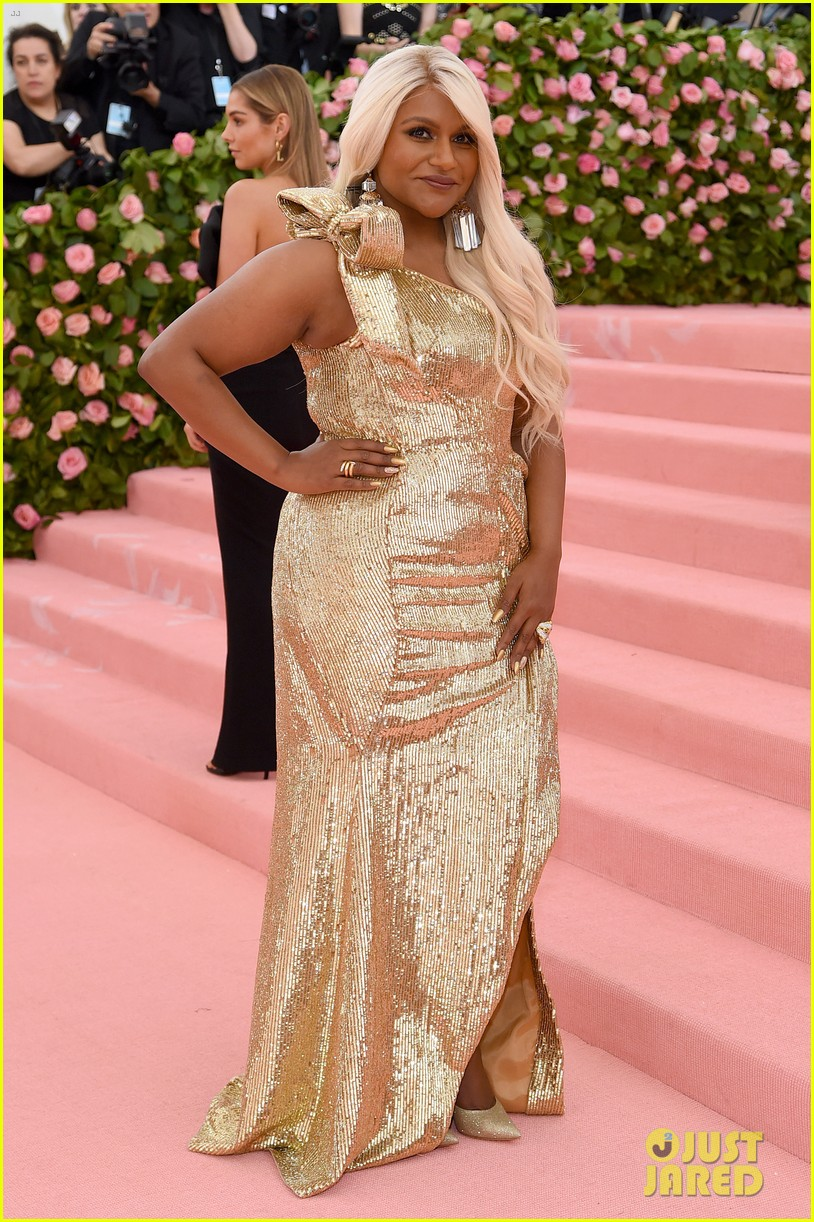 Mindy Kaling Changes Up Her Hair For Met Gala 2019 Photo 4284987 2019 Met Gala Met Gala Mindy Kaling Pictures Just Jared