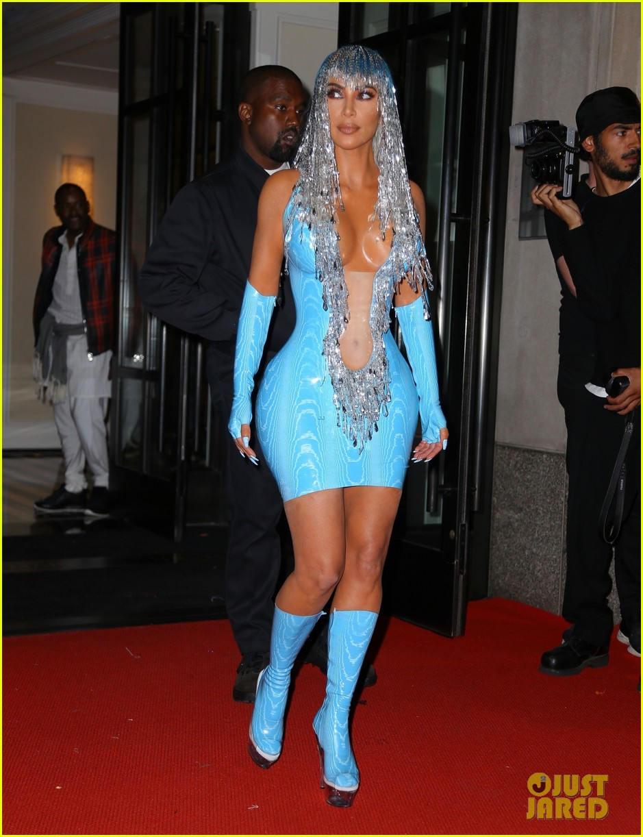 kim kardashian channels cher at met gala 2019 after party 014286175