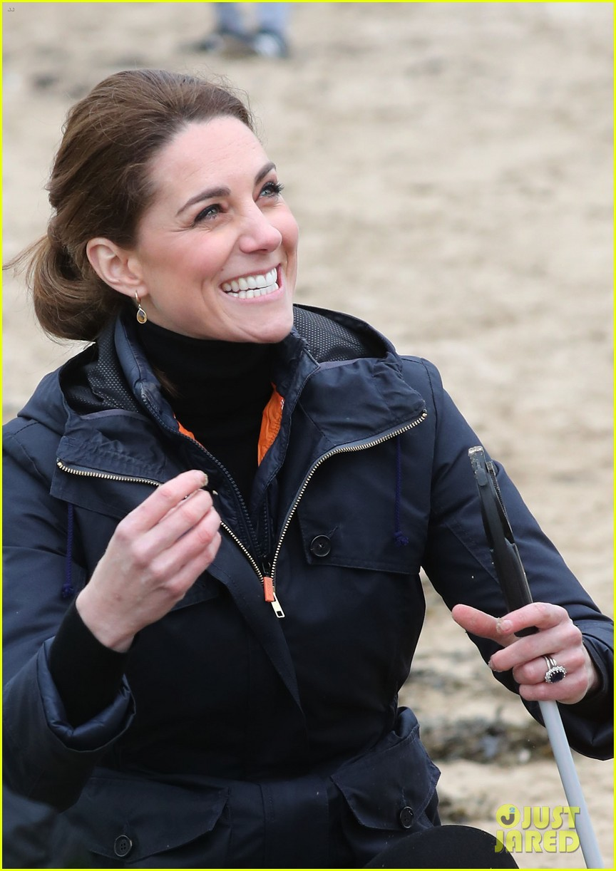 kate middleton prince william beach wales 01