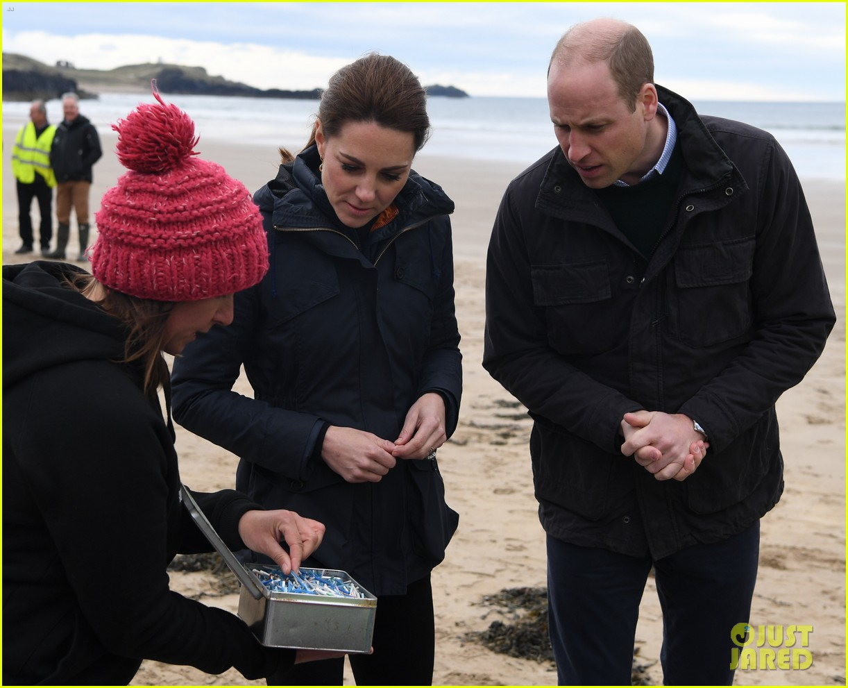 kate middleton prince william beach wales 02