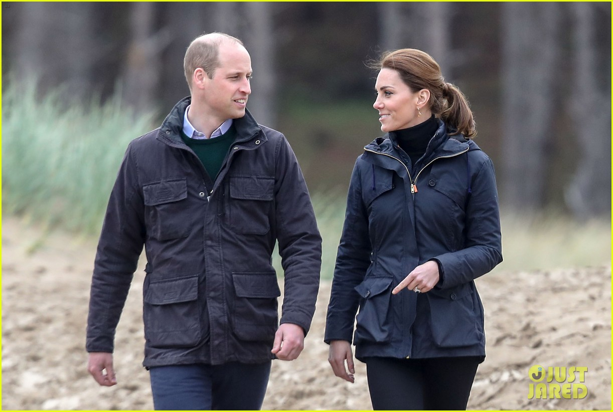 kate middleton prince william beach wales 05
