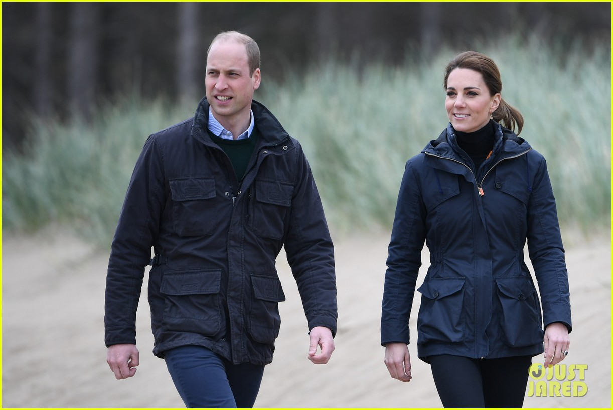 kate middleton prince william beach wales 06