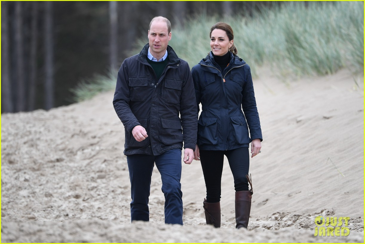 kate middleton prince william beach wales 07