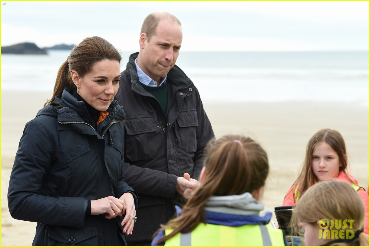 kate middleton prince william beach wales 08