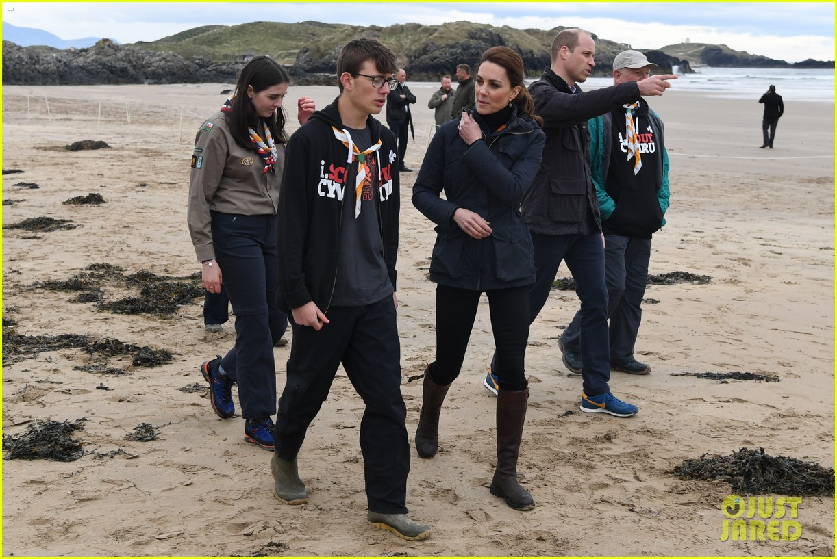 kate middleton prince william beach wales 10