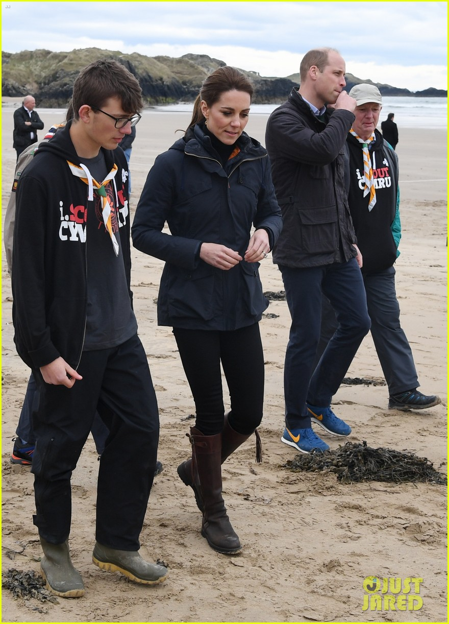 kate middleton prince william beach wales 11
