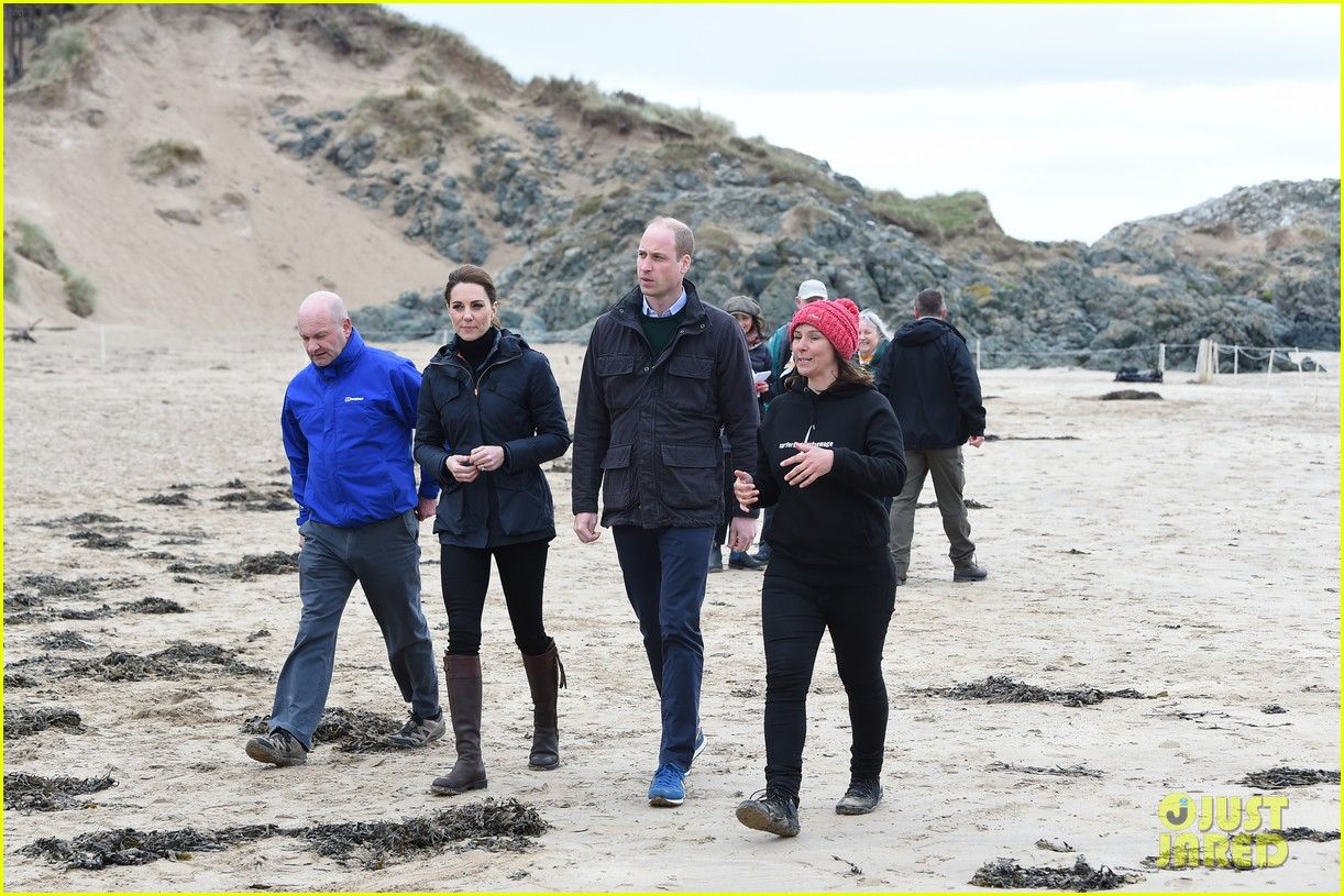 kate middleton prince william beach wales 13