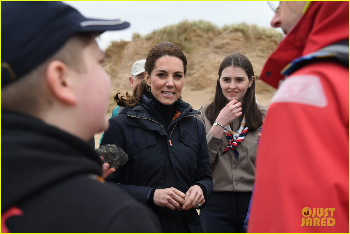 kate middleton prince william beach wales 14