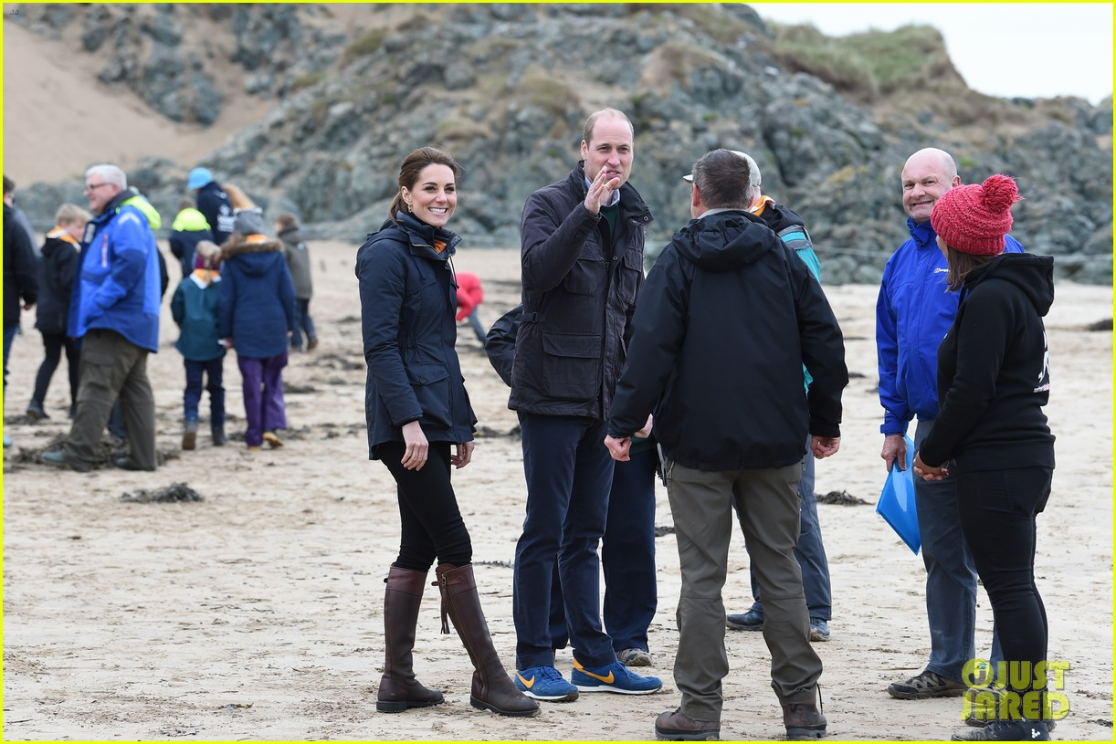 kate middleton prince william beach wales 16