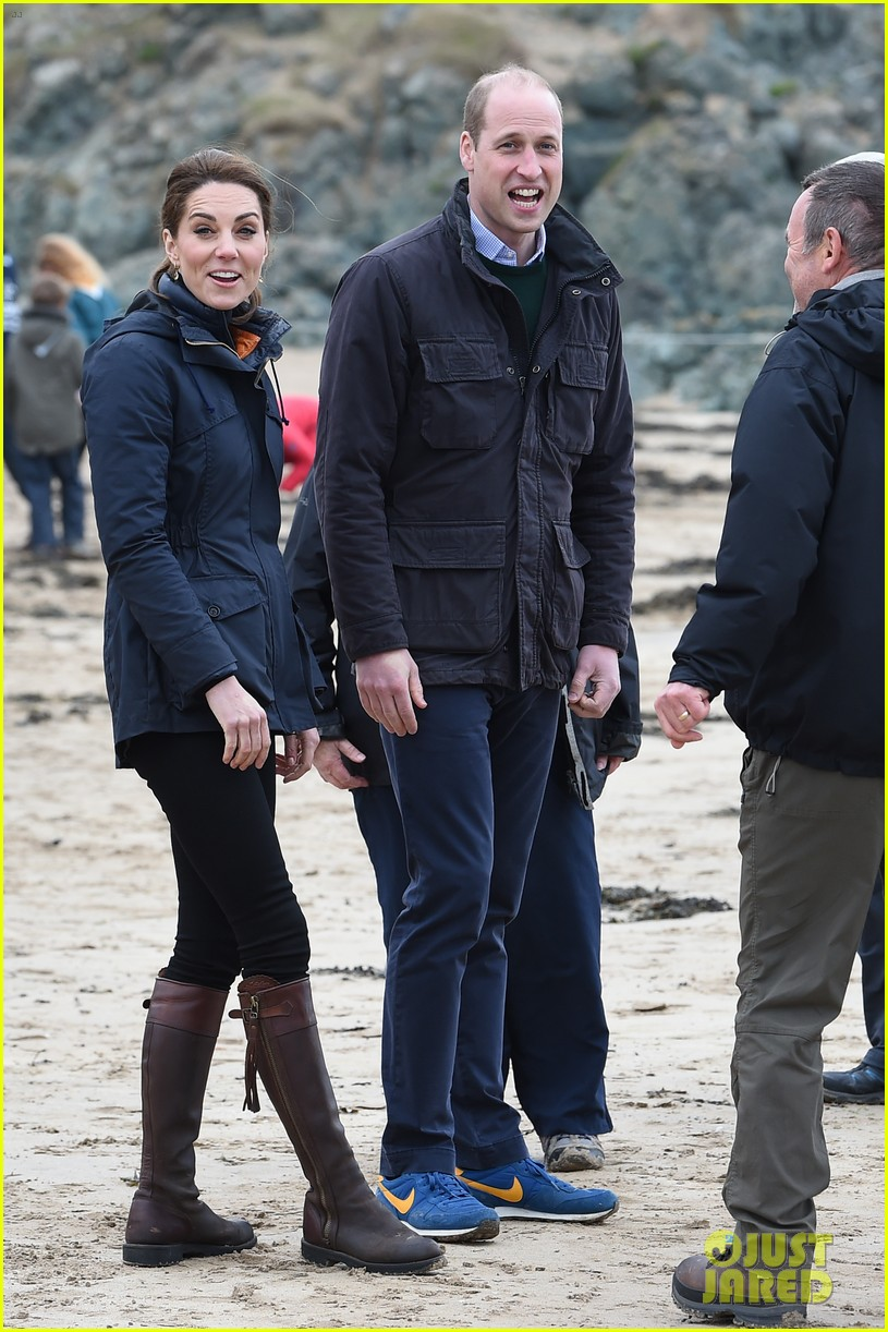 kate middleton prince william beach wales 17