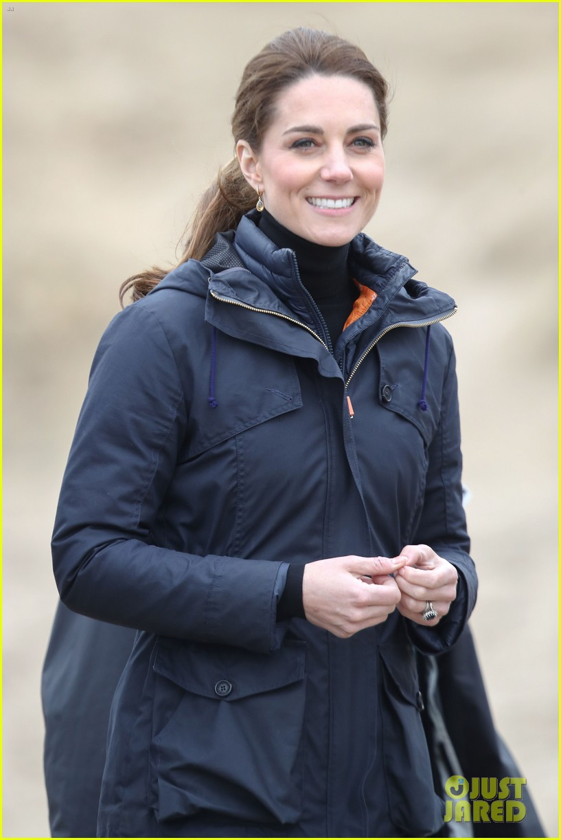 kate middleton prince william beach wales 18