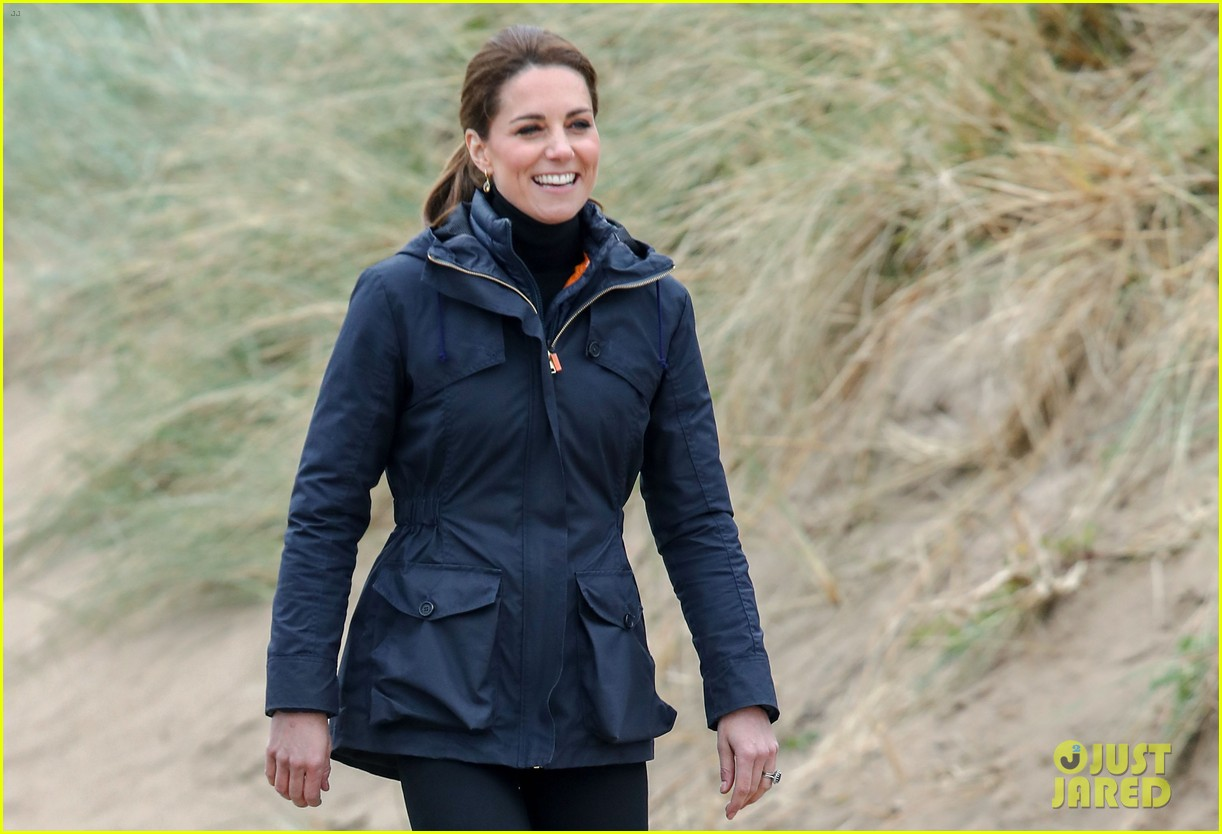 kate middleton prince william beach wales 20