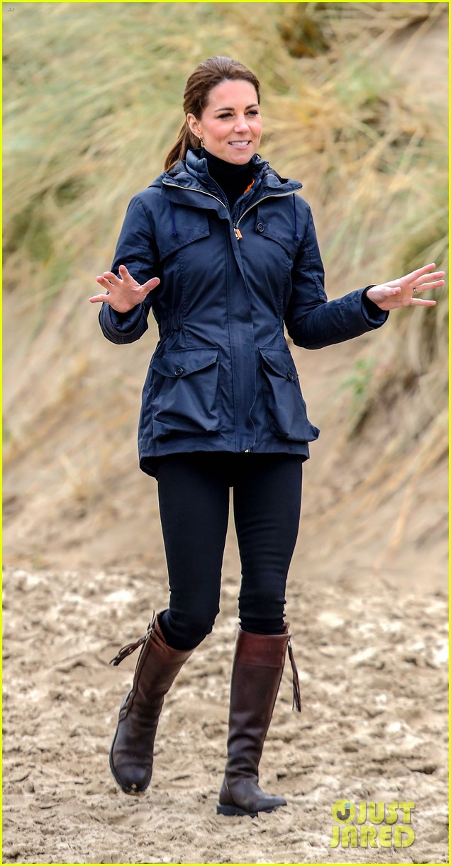 kate middleton prince william beach wales 21