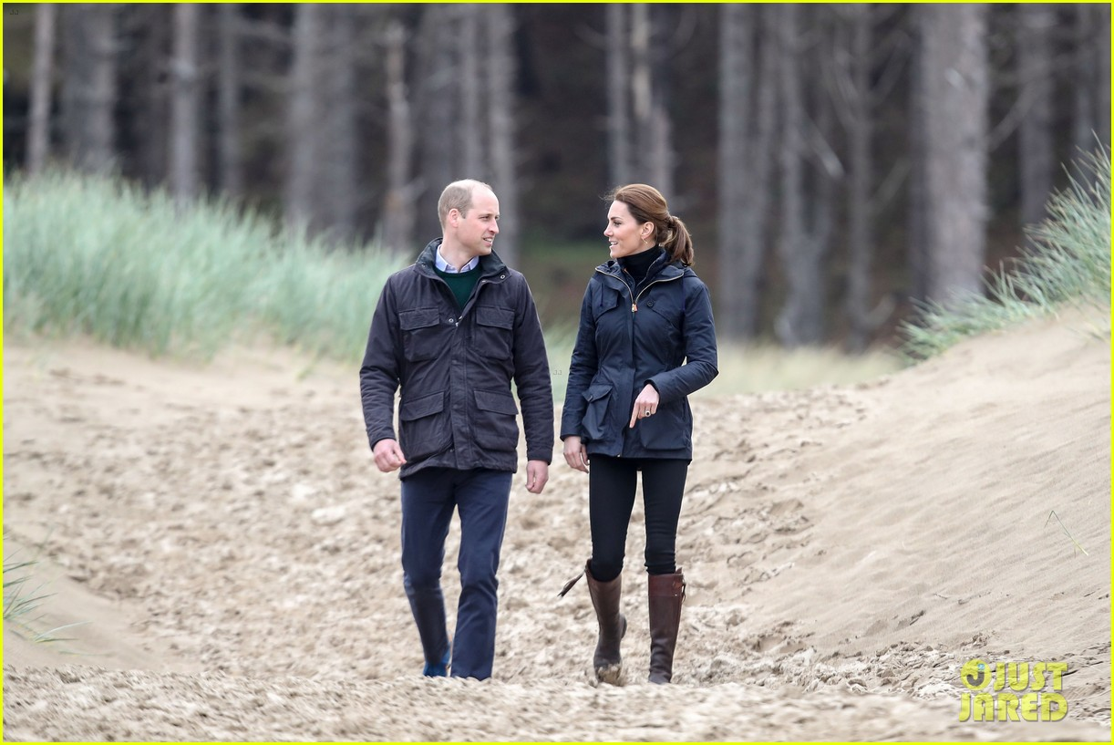 kate middleton prince william beach wales 22
