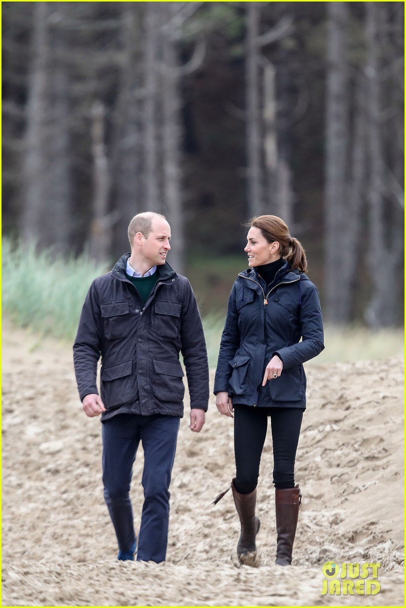kate middleton prince william beach wales 23