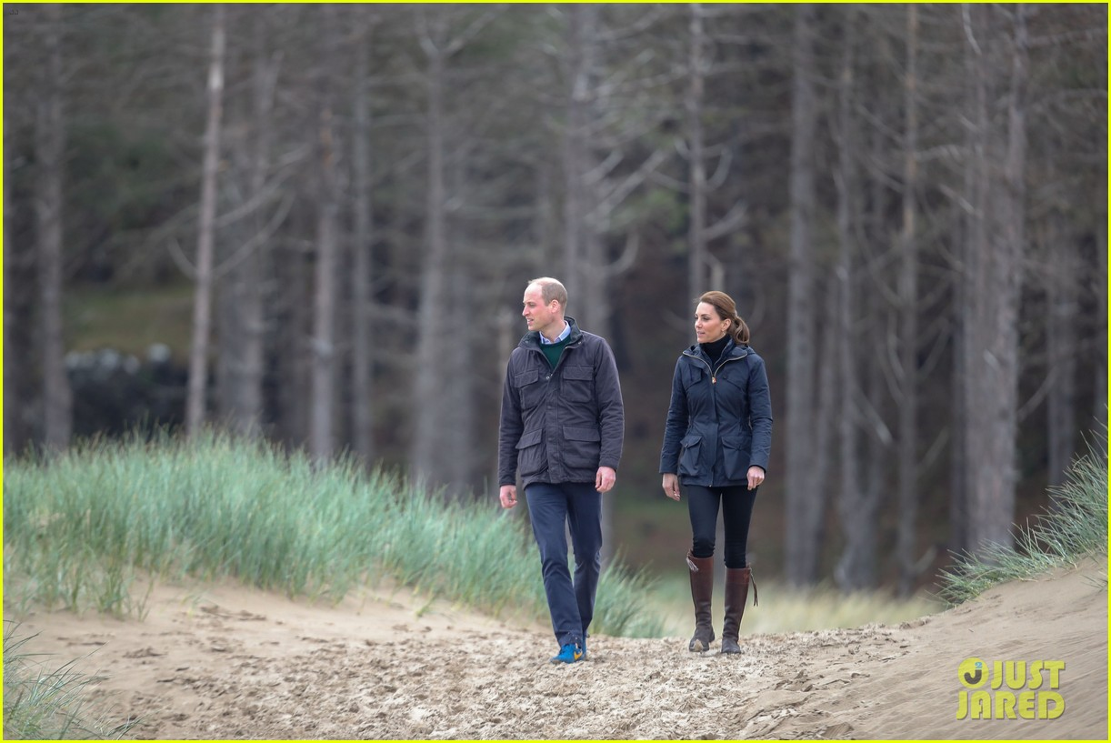 kate middleton prince william beach wales 24