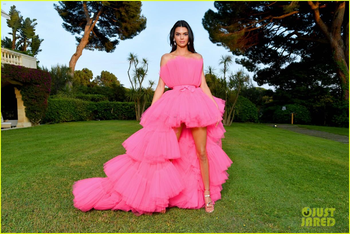 kendall jenner poofy pink dress amfar gala cannes 02