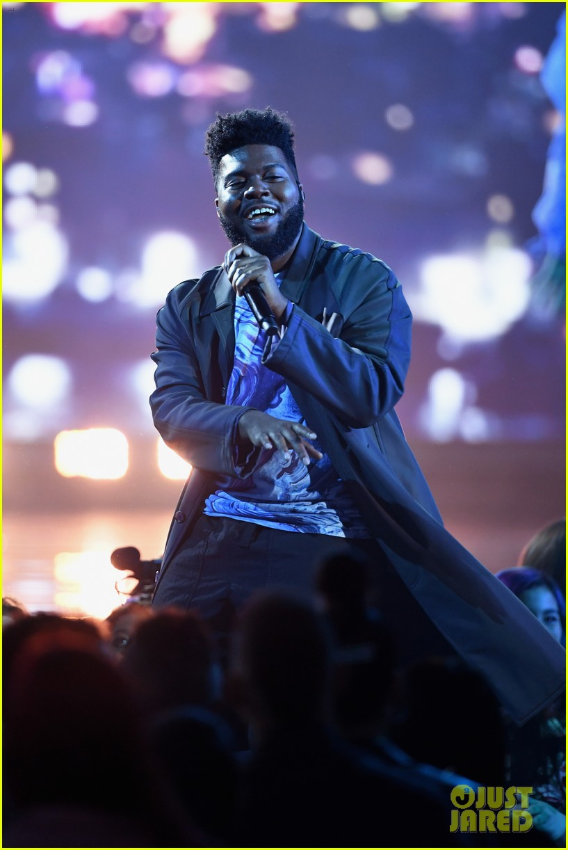 khalid performs talk better at billboard music awards 01