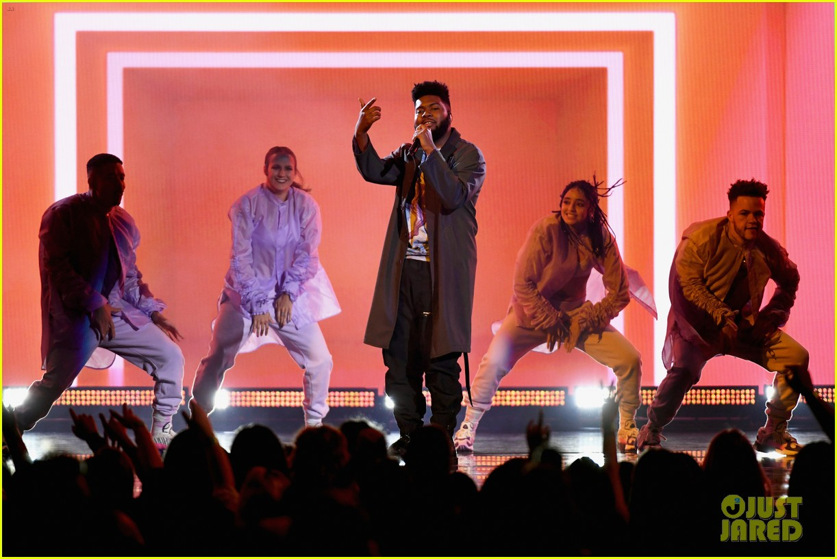 khalid performs talk better at billboard music awards 02