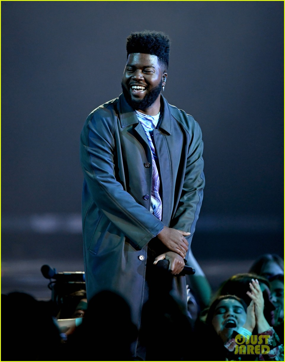 khalid performs talk better at billboard music awards 04