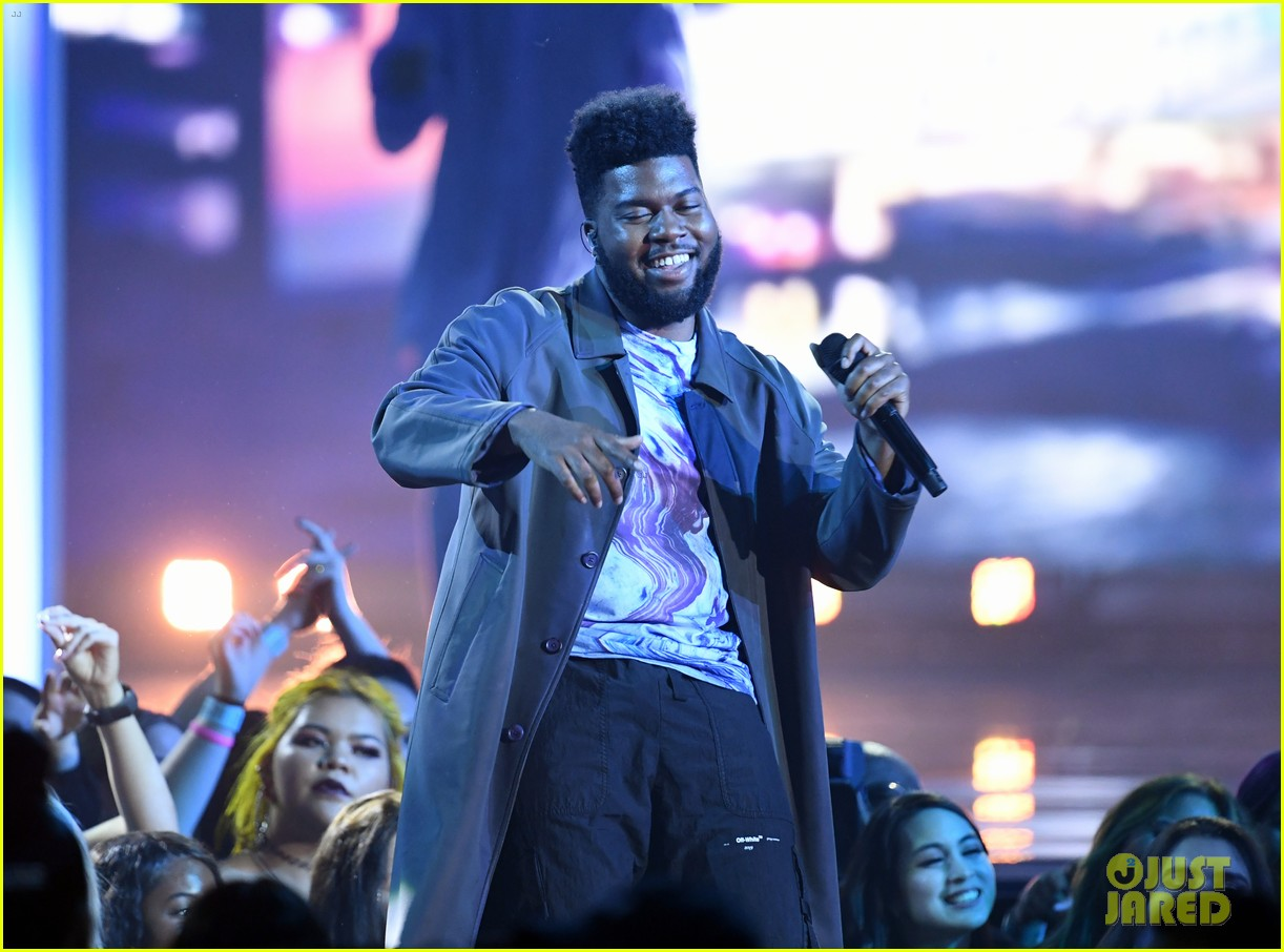 khalid performs talk better at billboard music awards 05