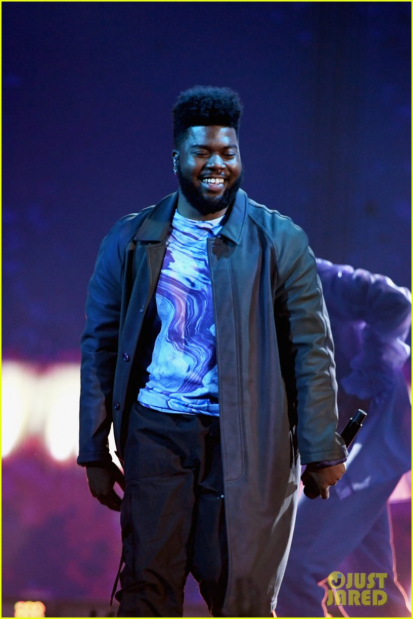 khalid performs talk better at billboard music awards 10