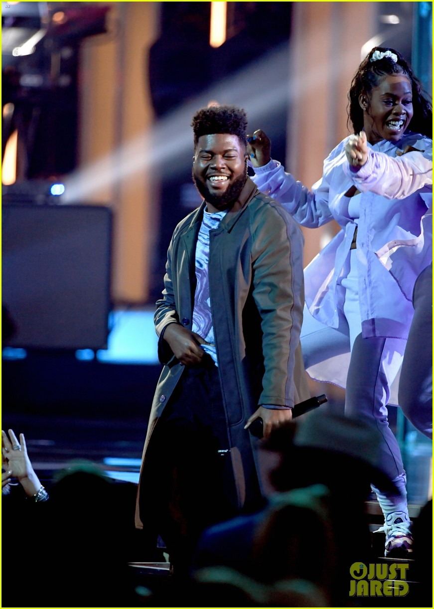 khalid performs talk better at billboard music awards 13
