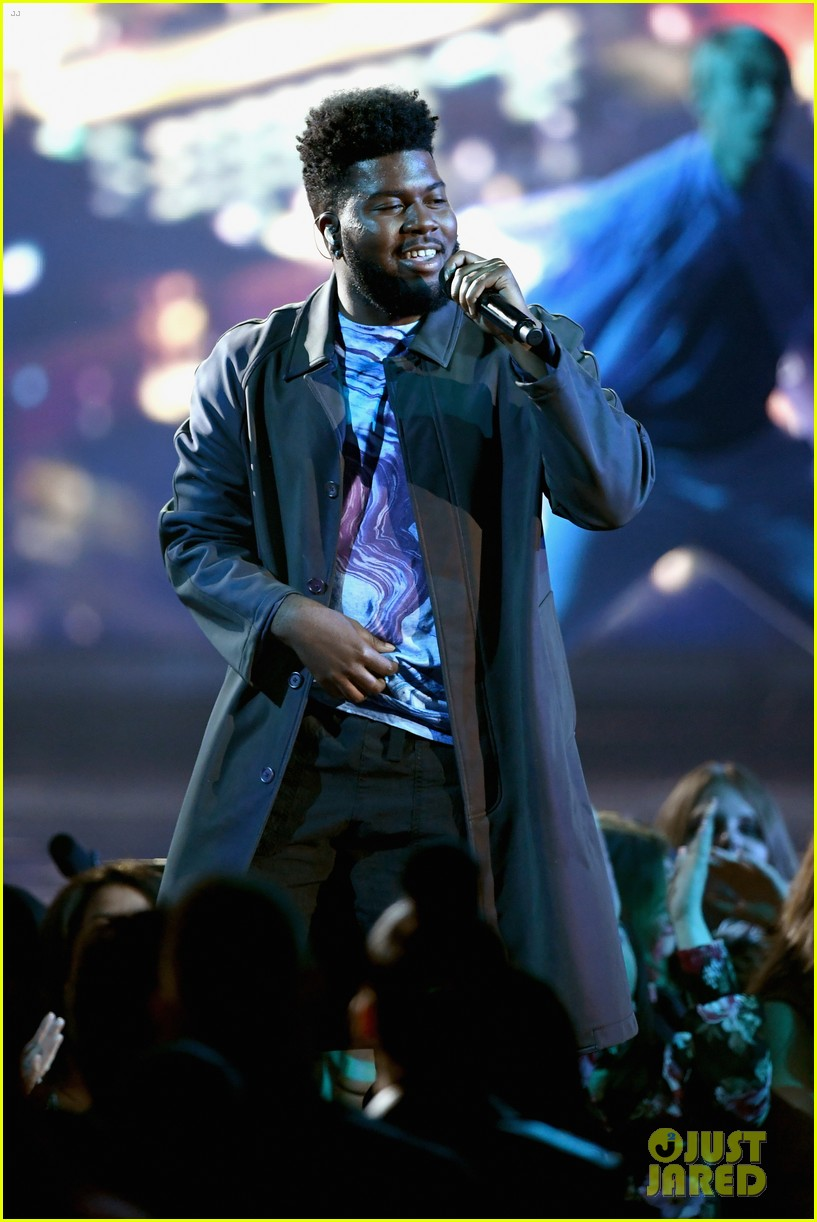 khalid performs talk better at billboard music awards 14