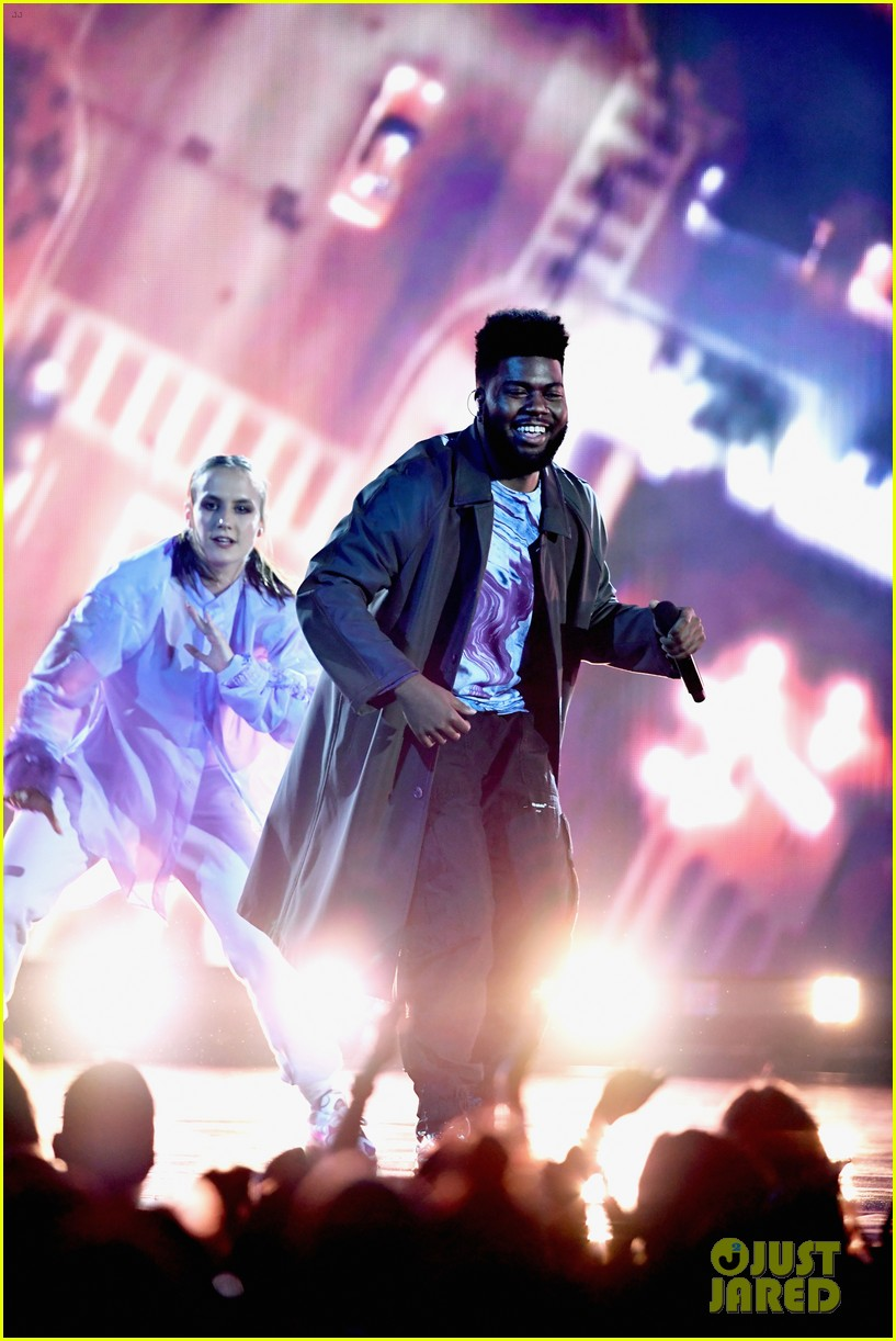 khalid performs talk better at billboard music awards 15