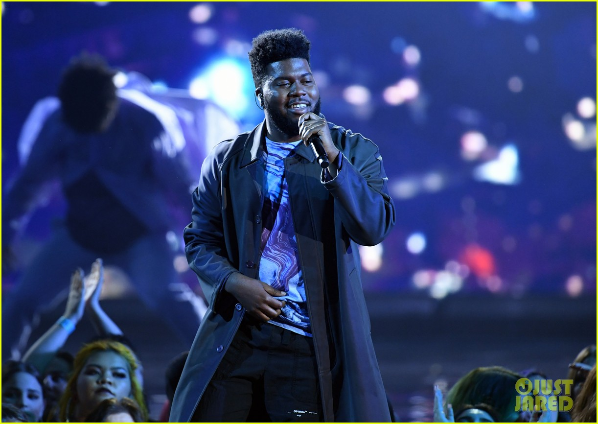 khalid performs talk better at billboard music awards 18