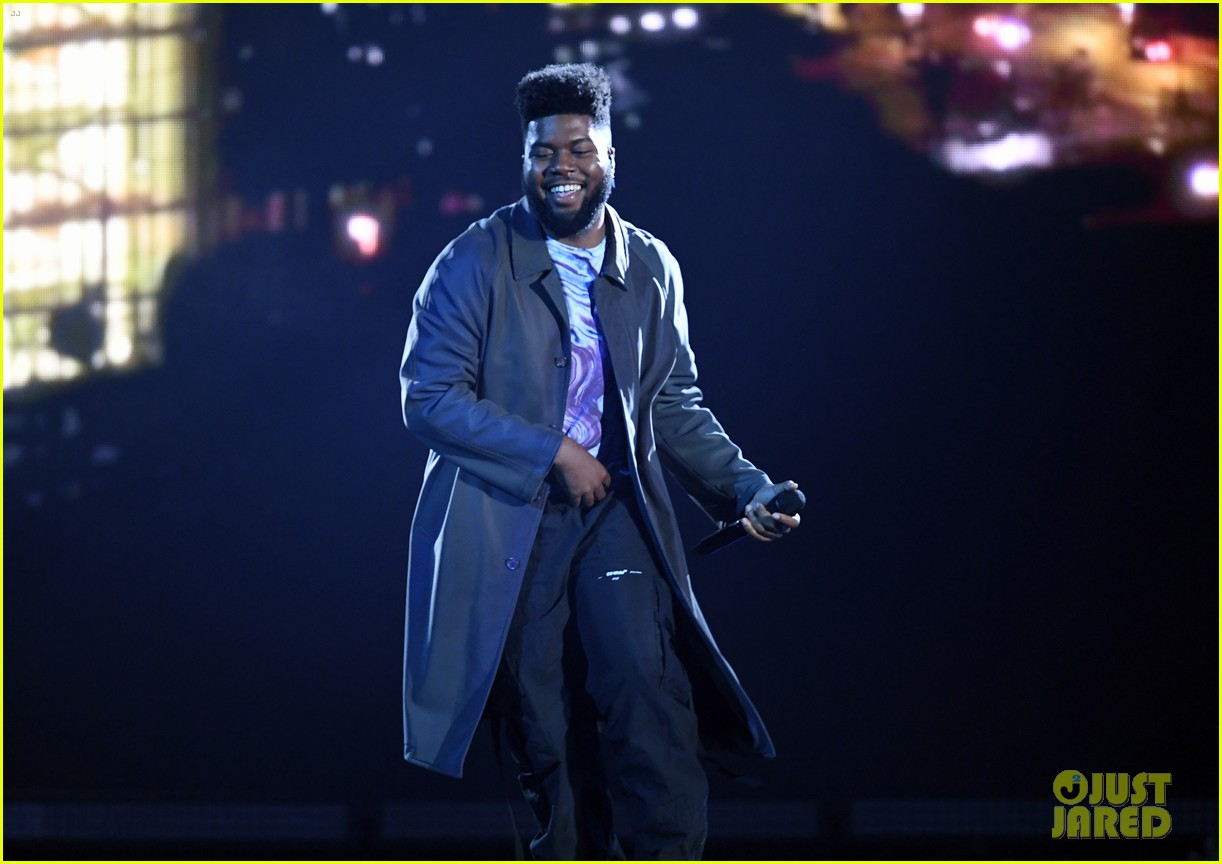 khalid performs talk better at billboard music awards 19