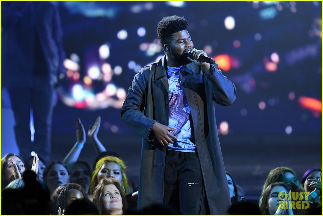 khalid performs talk better at billboard music awards 20