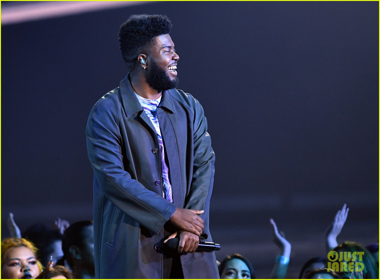 khalid performs talk better at billboard music awards 21