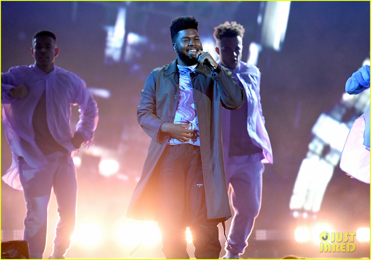 khalid performs talk better at billboard music awards 22