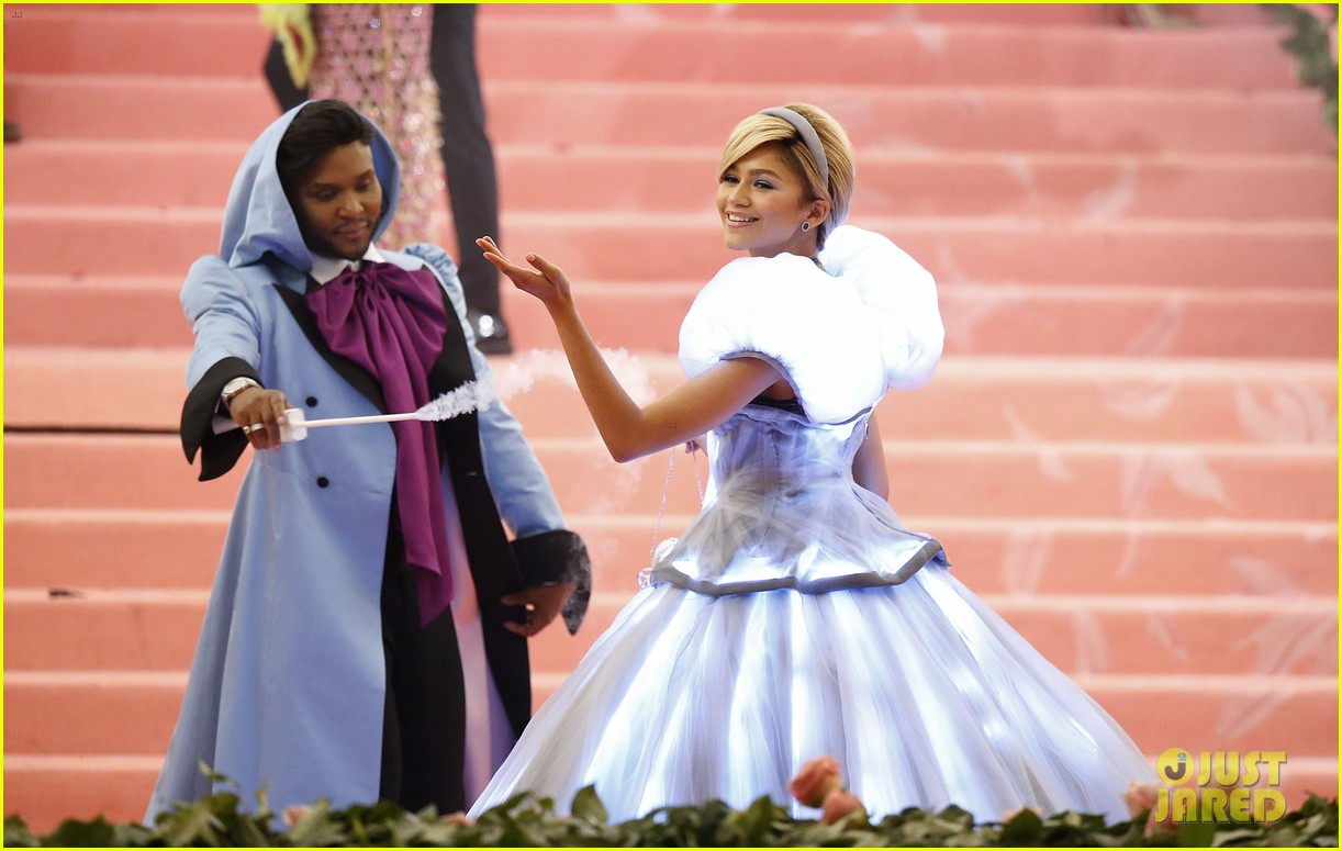 lindsay lohan throws shade zendaya met gala dress 084287701