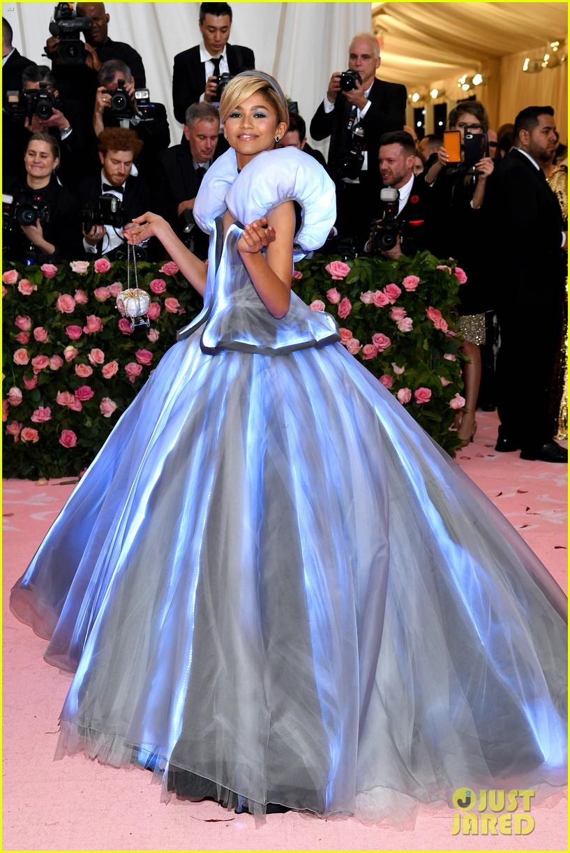 lindsay lohan throws shade zendaya met gala dress 124287705