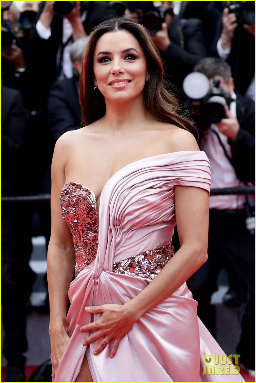 eva longoria julianne moore stun at the dead dont die cannes premiere 22