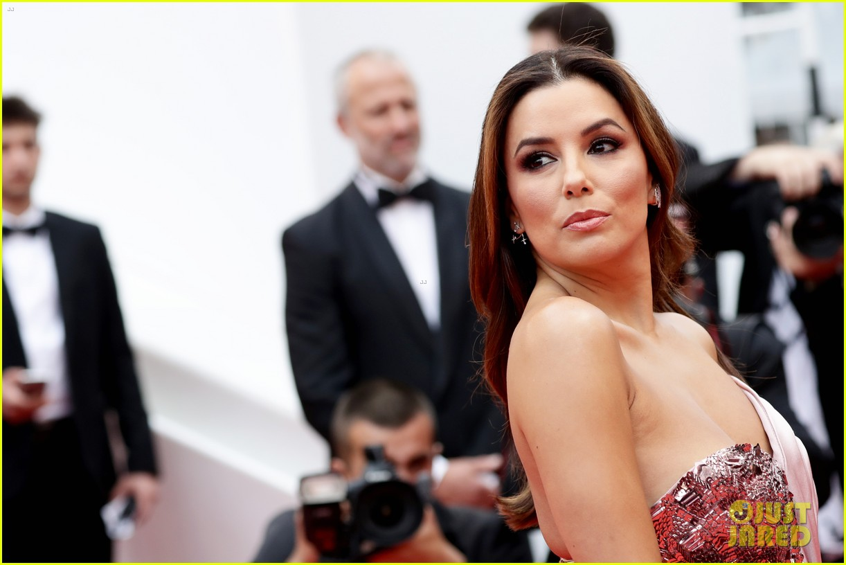 eva longoria julianne moore stun at the dead dont die cannes premiere 23