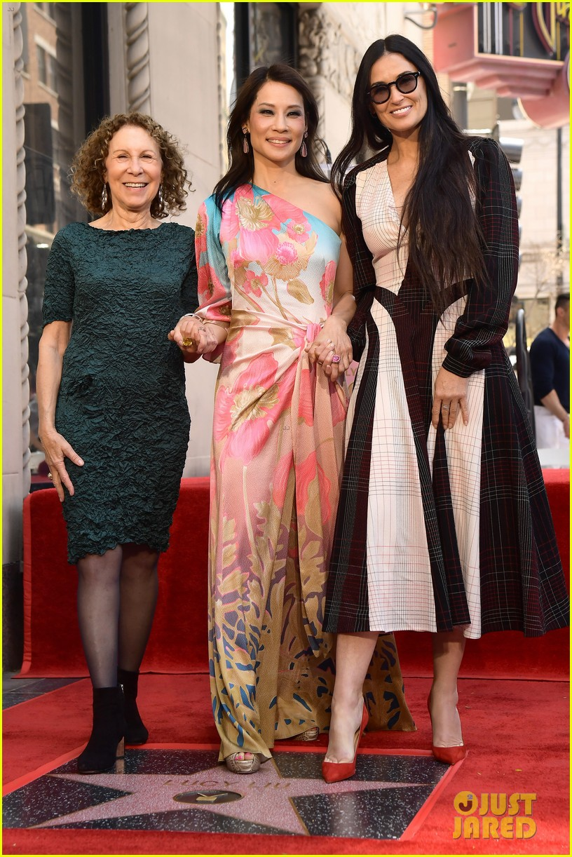 Lucy Liu Has A Charlie S Angels Reunion With Drew Barrymore Cameron Diaz At Hollywood Walk Of Fame Ceremony Photo 4280448 Cameron Diaz Charlies Angels Demi Moore Drew Barrymore Lucy Liu