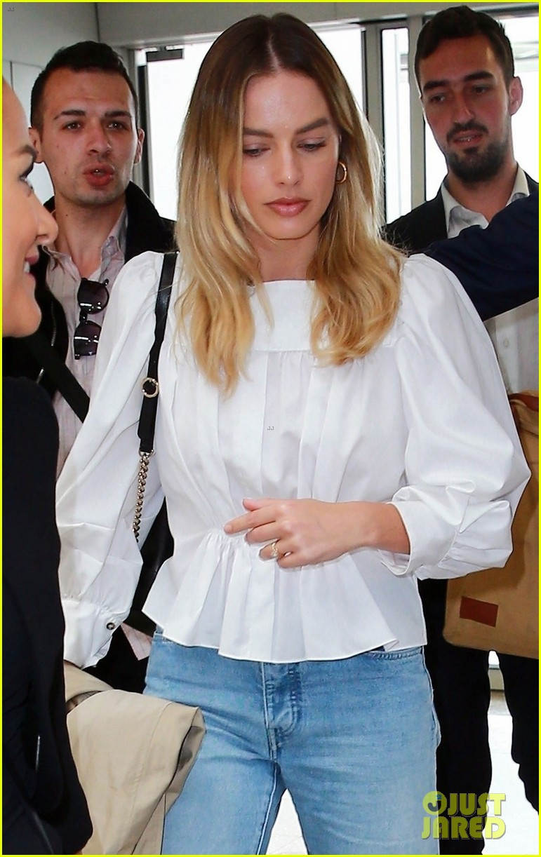 margot robbie finishes week at cannes 06