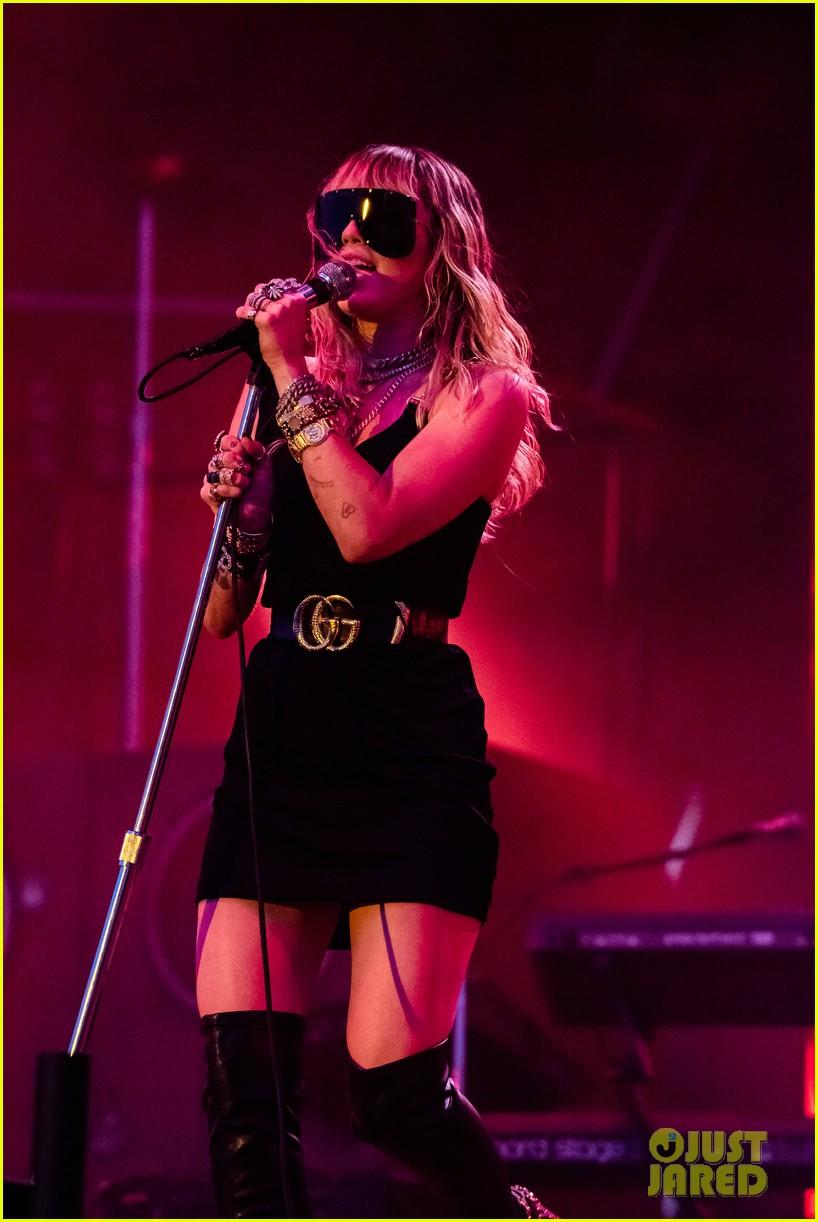 miley cyrus debuts 3 new songs at bbc radio big weekend 09
