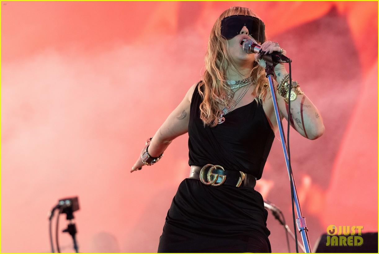 miley cyrus debuts 3 new songs at bbc radio big weekend 13