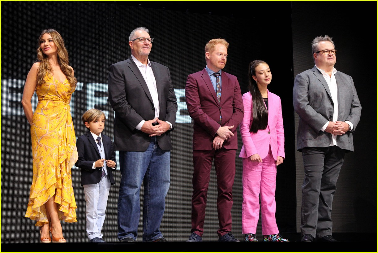 modern family cast steps out for abc upfronts presentation 054291528