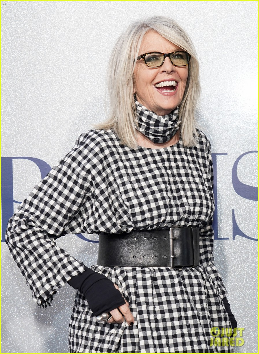 diane keaton gets support from sarah paulson at poms premiere 04