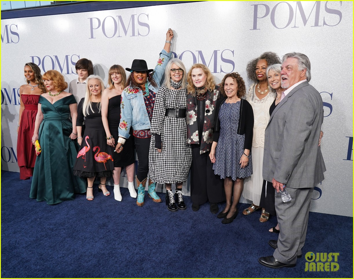 diane keaton gets support from sarah paulson at poms premiere 054281890