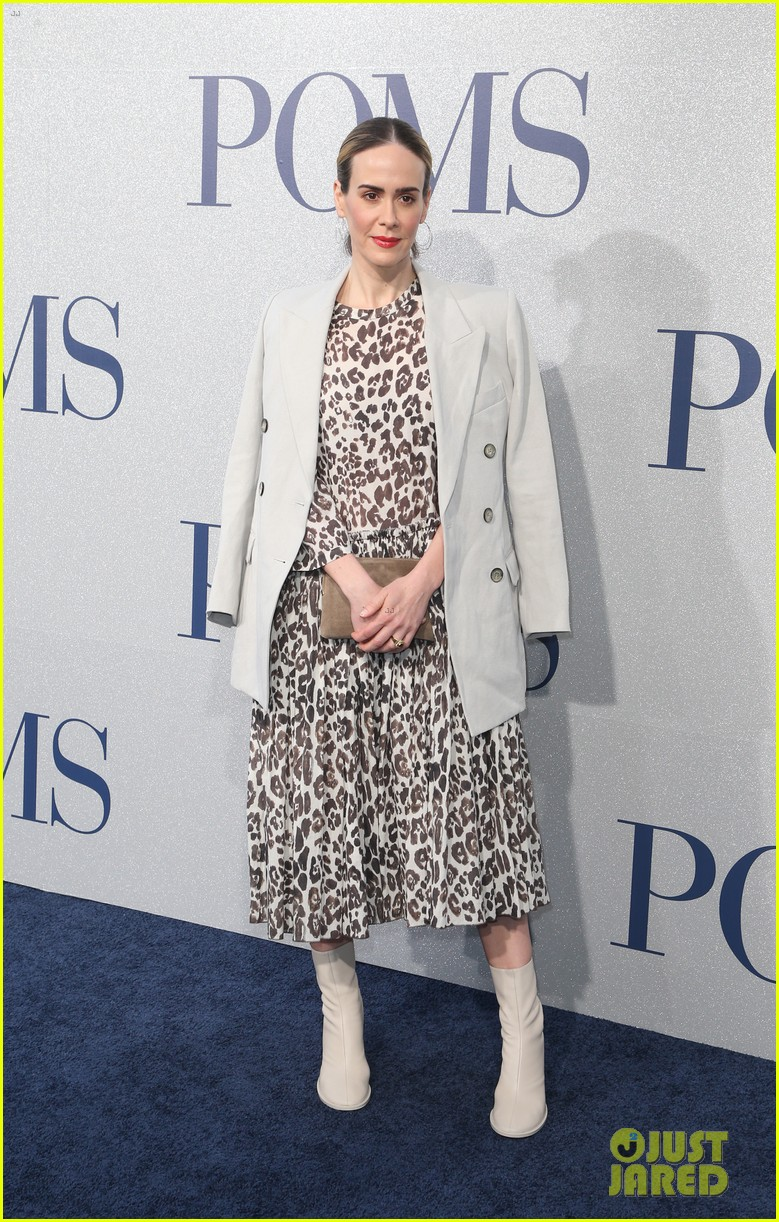 diane keaton gets support from sarah paulson at poms premiere 11